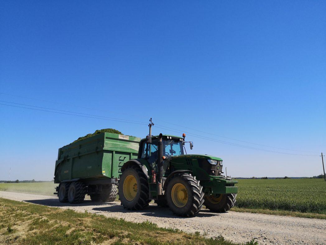 Didelės talpos puspriekabė silosui, kukurūzams, pjuvenoms