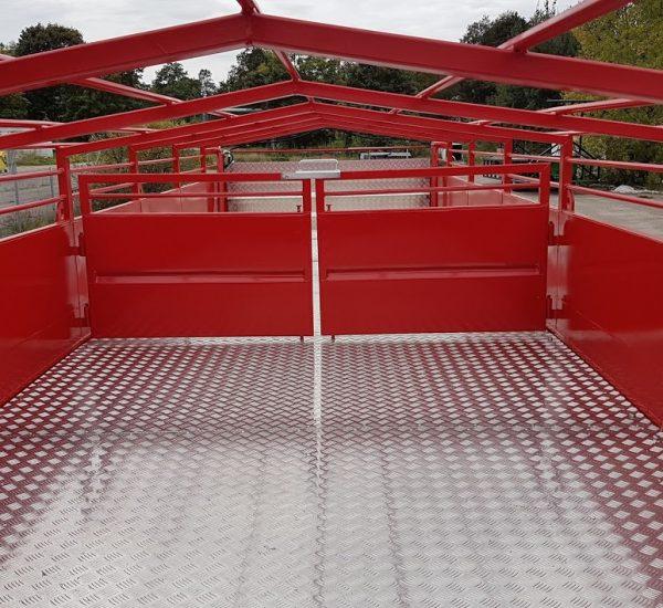 1. Gyvuliu pervezimo priekaba, galviju priekaba, gyvuliu pervezimas, gardas, traktorine priekaba, livestock trailer, livestock, animal trailer4